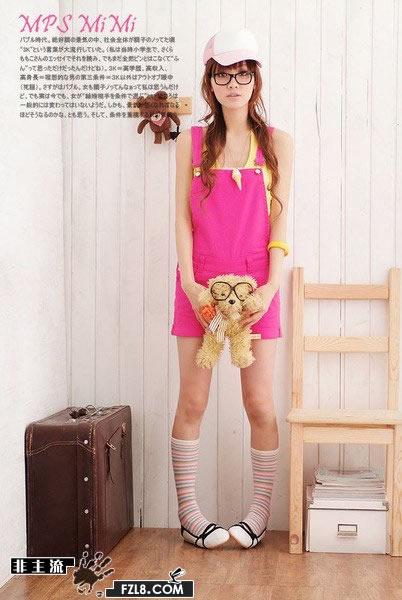 非主流服饰:夏日娇小女生可爱俏皮装扮