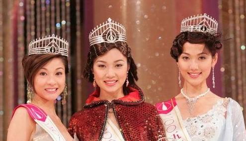 2005年香港小姐陆诗韵亚军(左),叶翠翠(中)冠军,季军林莉(右)图片