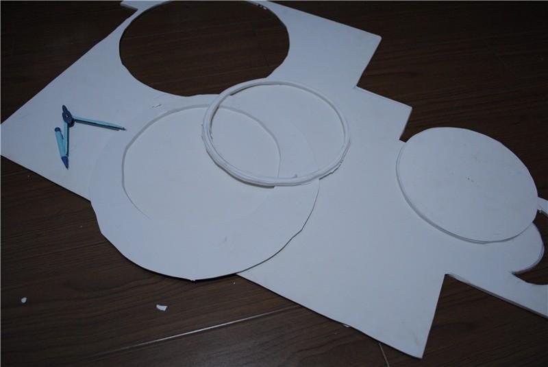 再在大圆里面画一个小圆(小圆的要求是能直接套进你的脑袋··= =)
