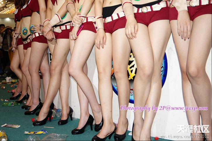 转 唯美艺术 2011chinajoy展会上的美腿show girlsmm 高清图片
