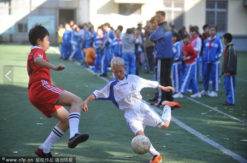听说中国小学生足球队被俄罗斯小学生足球队暴了个0:15图片