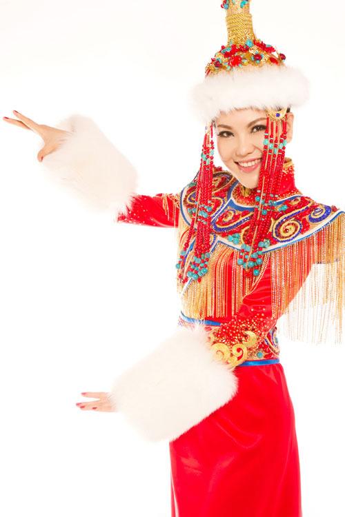 """六孔陶笛曲谱小小新娘花-【我和我的蒙古袍】""""蒙古之花""""乌兰图雅演绎蒙古袍的别"""