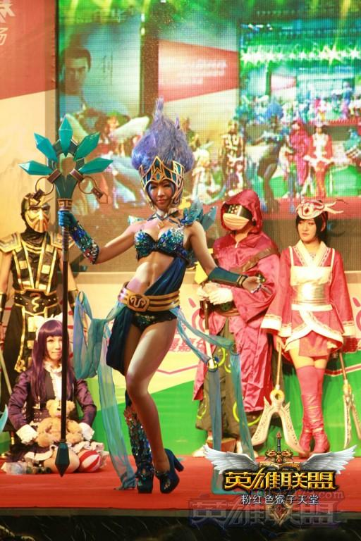 lol英雄联盟cosplay之冰雪风女迦娜 韩国妹子高清图片
